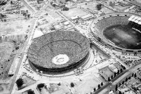 fotografia de la plaza de toros mexico y el estadio azul la ciudad de mexico en los cuarenta