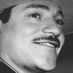fotografia en blanco y negro del cantante de musica vernacula javier solis usando sombrero