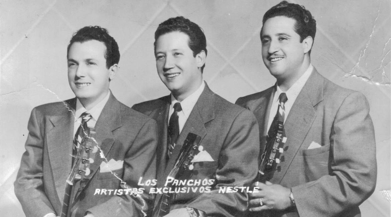 fotografia en blanco y negro de los tres integrantes de los panchos con guitarras en mano