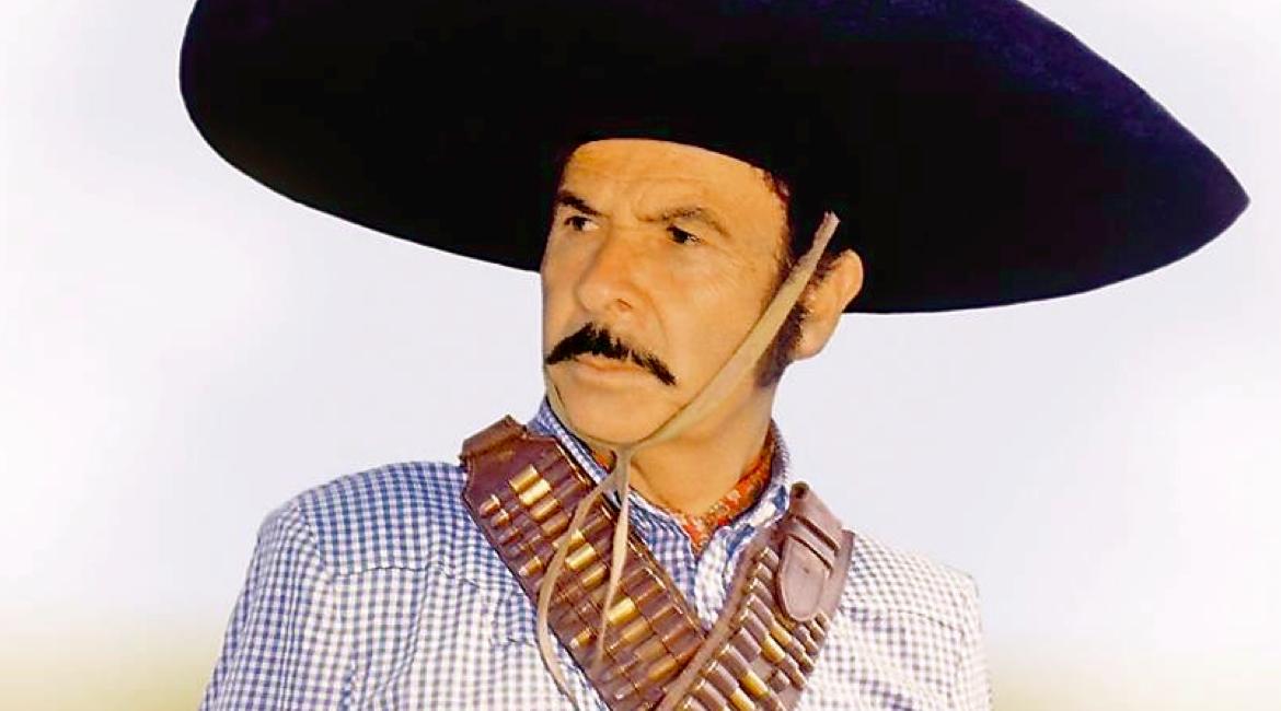 fotografia del cantante vernaculo antonio aguilar con sombrero negro y carrilleras