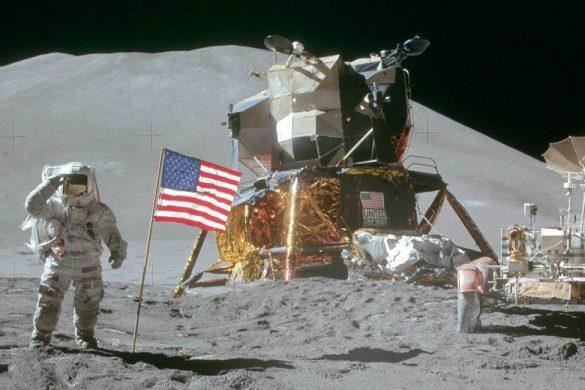 fotografia de la superficie lunar un astronauta bandera de estados unidos
