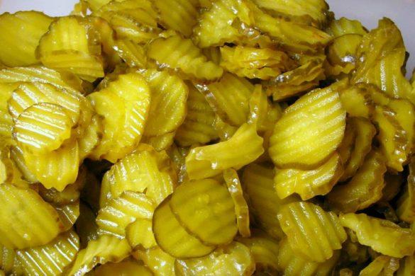 gran numero de pepinillos color verde conoce los Ingredientes peligrosos en los pepinillos