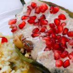 plato con arroz blanco y chile en nogada conoce la historia de los chiles en nogada