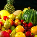 diferentes tipos de frutas entre pinas platanos sandias y mas realmente buenas para tu salud