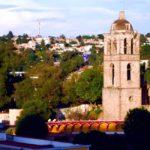 fotografia panoramica de tlaxcala se ven arboles casa antenas campanario de una iglesia