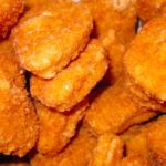 numerosa cantidad de nugguets de pollo una de las comidas que debes evitar por tu salud