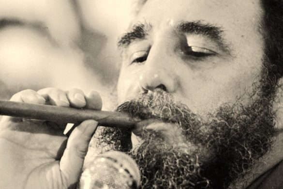 expresidente fidel castro fumando un puro en el intento de homicidio planeado por la cia