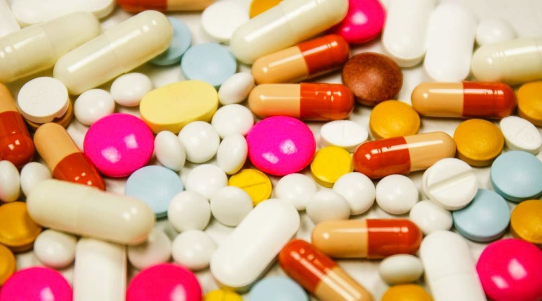 capsulas y pastillas de colores los multivitaminicos contienen productos quimicos