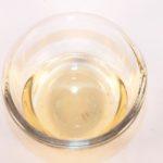 recipiente de vidrio con vinagre blanco en su interior usalo para la limpieza del hogar