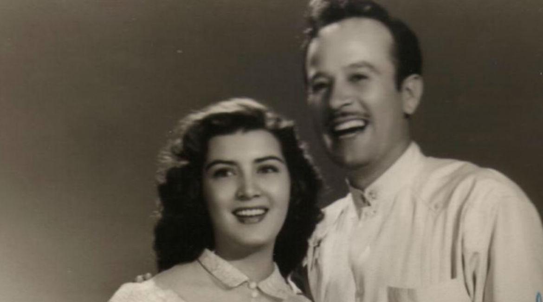 irma dorantes sonriendo junto con el actor mexicano pedro infante tambien sonriendo