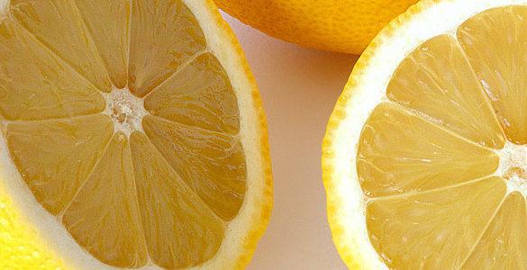 naranja de color amarillo partida a la mitad parte de los trucos de cocina que no conoces