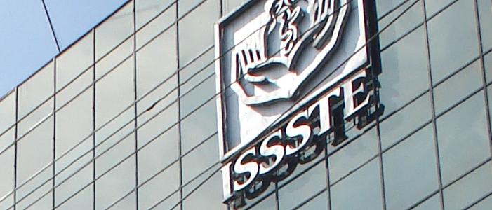 fotografia de clinica del isste con logo en fachada diferencias entre pension y jubilacion