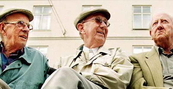 tres adultos mayores hombres sentados sabes cuantos pensionados hay en mexico