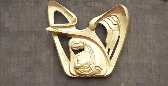 escultura del logotipo del imms color oro conoce los requisitos para la jubilacion