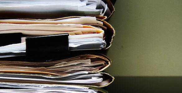 gran fila de diferentes documentos que se necesitan para la jubilacion