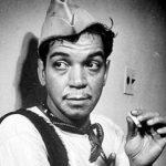 fotografia del primer actor mexicano mario moreno cantinflas con cigarro en su mano