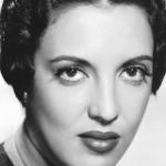 fotografia en blanco y negro de la actriz katy jurado con cabello recogido y labios pintados