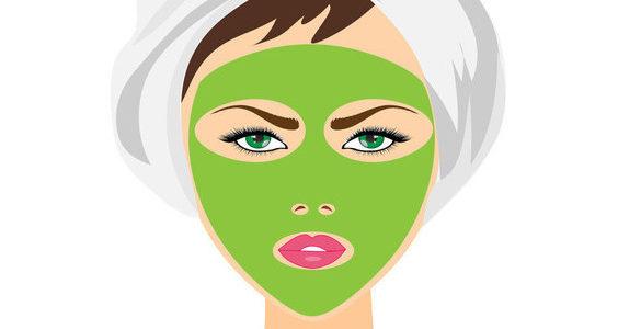 mujer con toalla en la cabeza y mascarilla formas de embellecerte mientras duermes