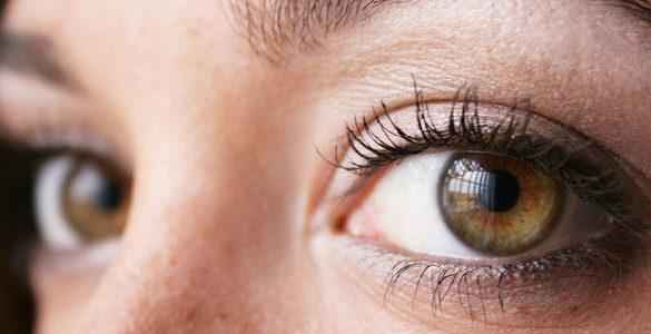 ojos color cafe de una mujer descubre como mantener tu salud visual optima