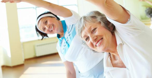 mujer madura y de la tercera edad haciendo ejercicio descubre los cinco mitos de la vejez