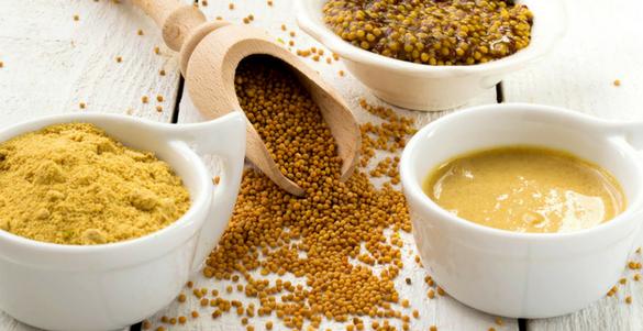 cuatro diferentes recipientes de cocina con diversas presentaciones de mostaza