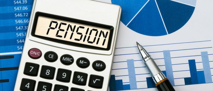calculadora con la palabra pension grficas y pluma para calcular la pension por invalidez