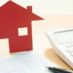 casa roja torres de monedas papel pluma calculadora para saber si estas en buro de credito