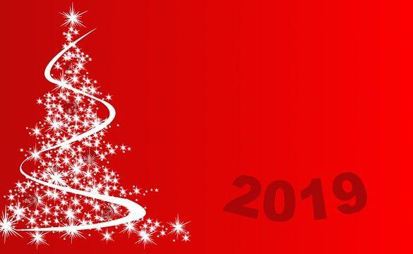 fondo rojo con arbol de navidad hecho de estrellas blancas de las tradiciones de ano nuevo