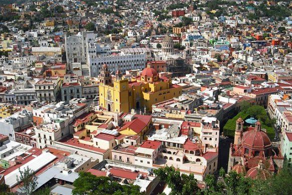 fotografia panoramica de guanajuato se observan casas iglesias y arboles