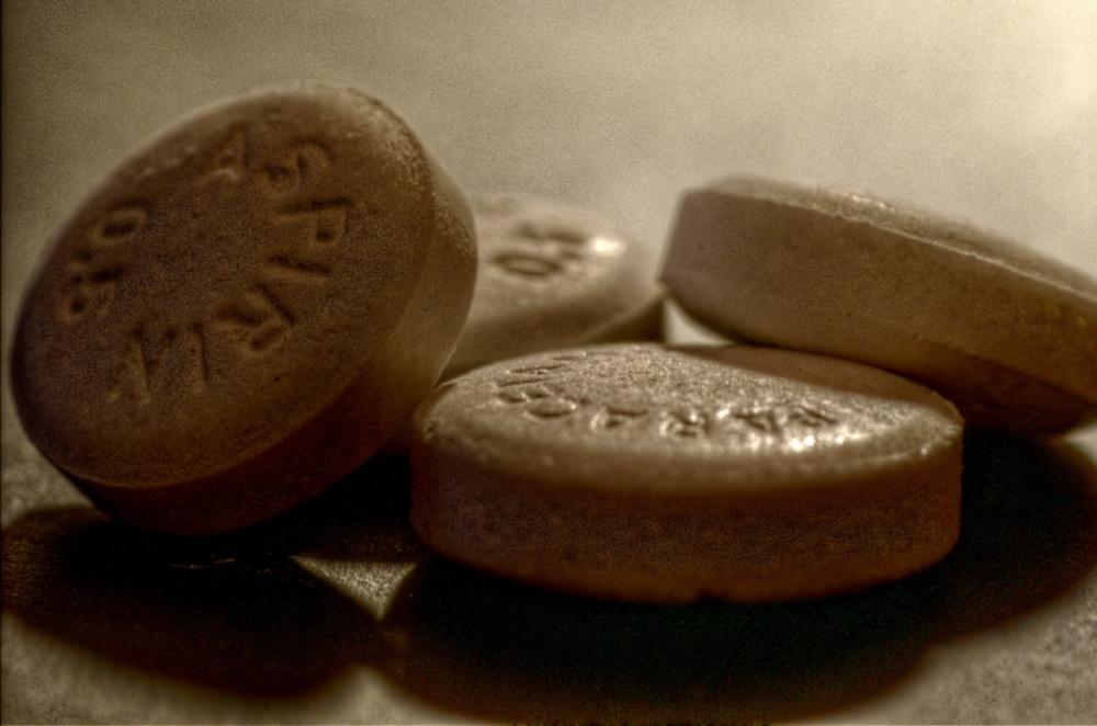 imagen de cuatro tabletas de aspirinas