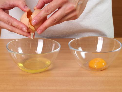 comer claras de huevo es la mejor opcion para evitar el colesterol