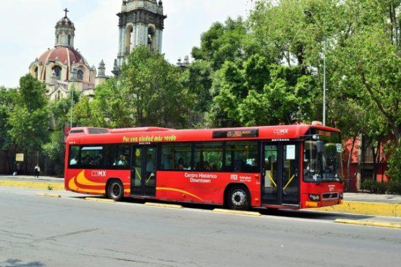 arboles avinida iglesia y metrobus color rojo