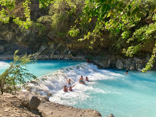 visita las grutas de tolantongo en hidalgo