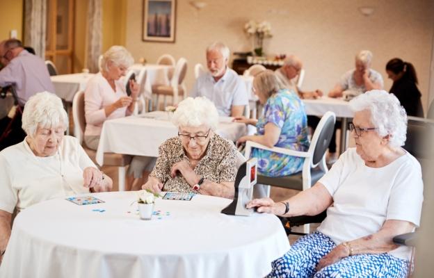 adultos mayores realizando actividades en clubes del inapam