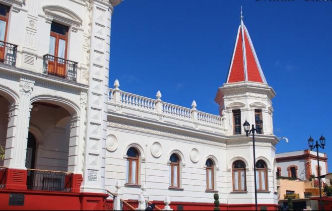 fotografia de la arquitectura del palacio municipal de el oro uno de los pueblos magicos de mexicoo